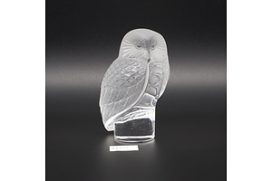 Lalique of France Frosted and Etched Glass Owl figurine - Signed to Base
