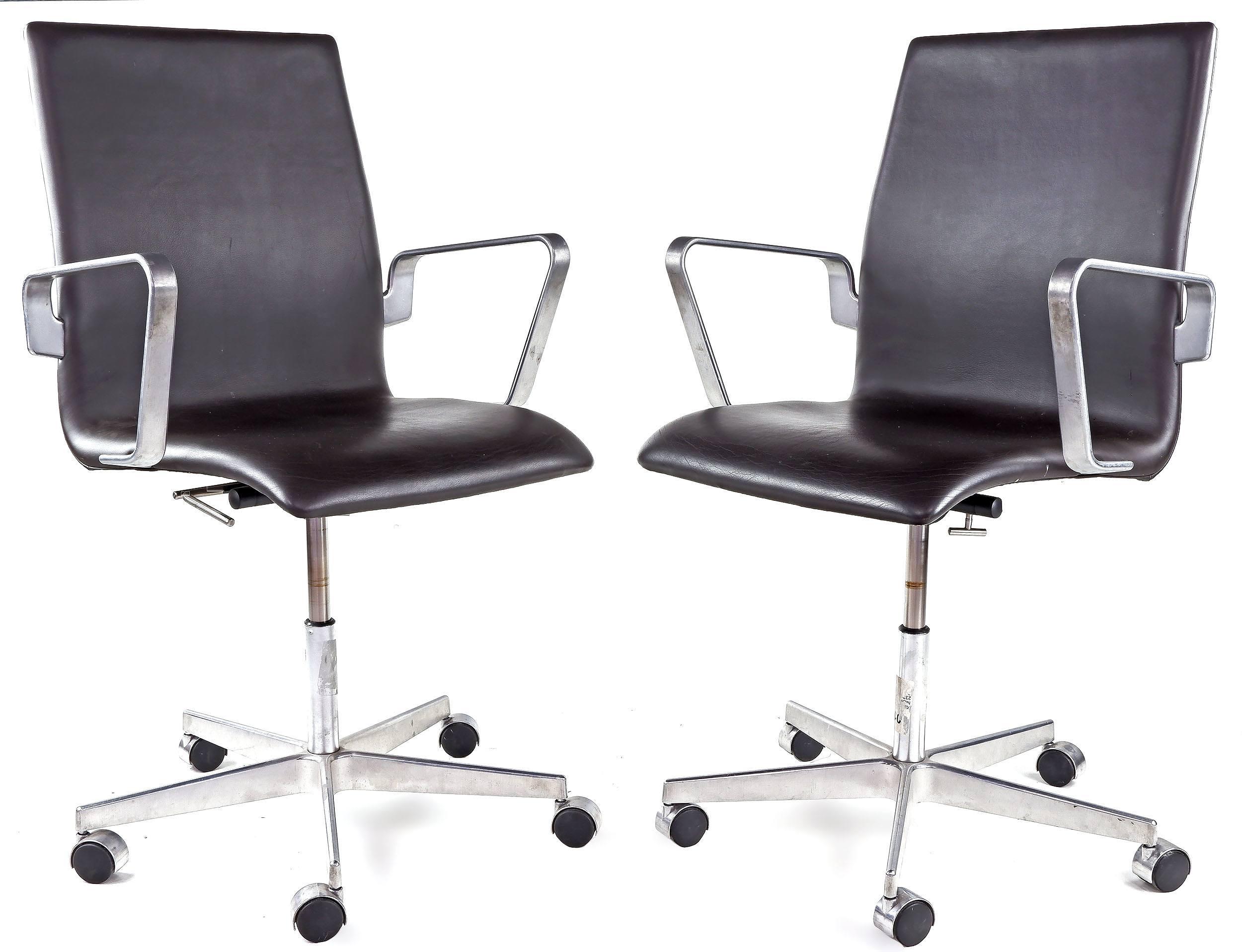'Pair of Genuine Fritz Hansen Denmark Leather Upholstered Oxford Office Chairs Designed by Arne Jacobsen'