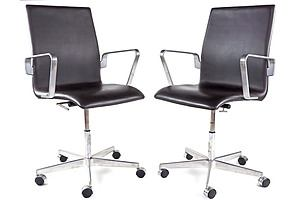 Pair of Genuine Fritz Hansen Denmark Leather Upholstered 'Oxford' Office Chairs Designed by Arne Jacobsen