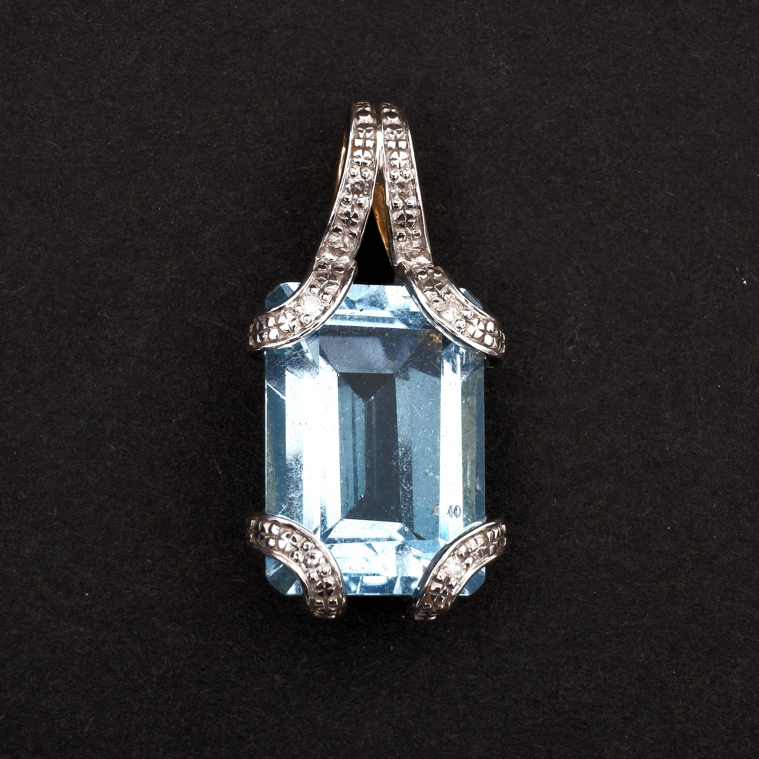 '9ct Yellow and White Gold Emerald Cut Topaz Pendant, 3.3g'