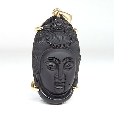 Chinese 18ct Yellow Gold Carved Onyx Guanyin Pendant with One Round Brilliant Cut Diamond