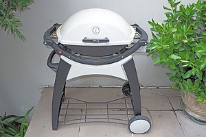 A Weber Q Gas Barbeque With New Boxed Roasting Trivet
