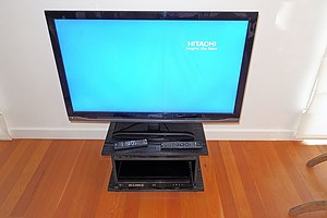Hitachi LE42EC05AU 106cm LED LCD TV with LG Blue Ray Player