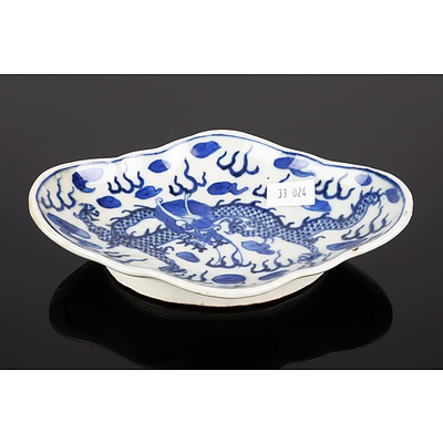 Chinese 'Blue de Hue' Lobed Dragon Dish for the Vietnamese Market Late 19th Century