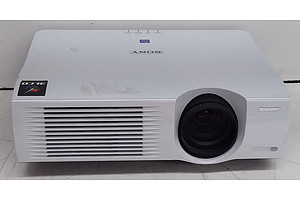 Sony (VPL-PX35) SuperBright XGA 3LCD Projector