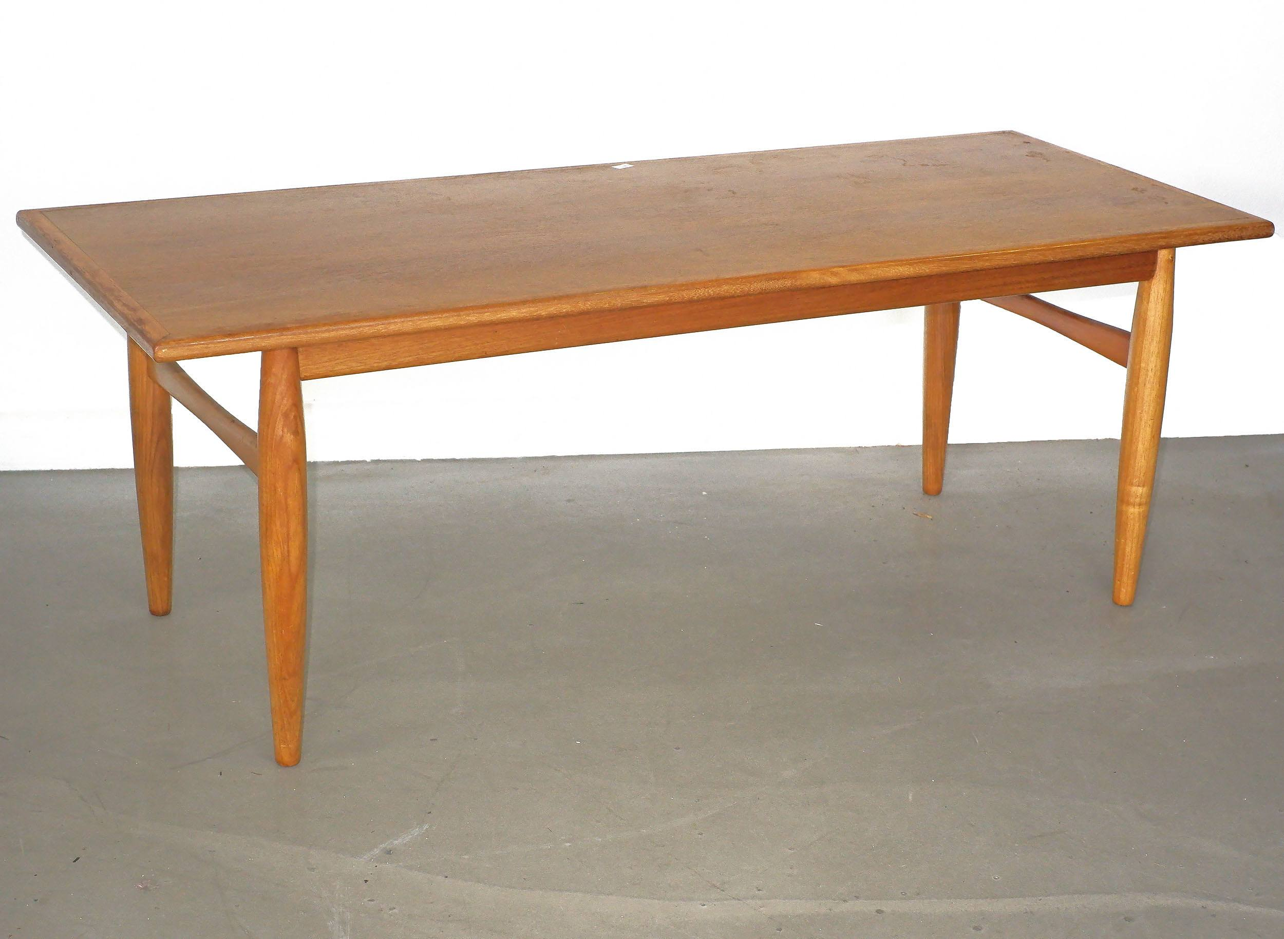 '1960s Tasmanian Blackwood and Teak Veneer Coffee Table with Cigar Legs'