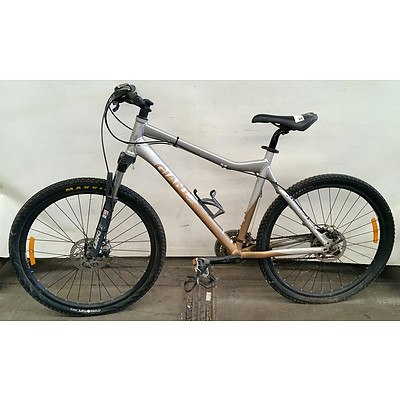 Giant Yukon 21 Speed Mountain Bike