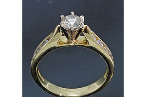 18ct Gold Diamond Ring - 0.85cts Tdw Est