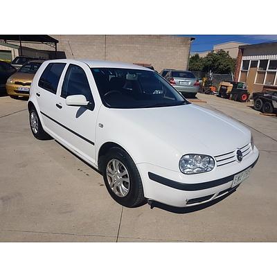4/2001 Volkswagen Golf GL  5d Hatchback White 1.6L