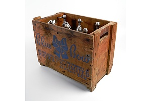 Vintage Tooth & Co 'Blue Bow' Timber Crate with Six Proprietary Soda Siphons