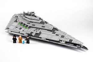 Star Wars Lego  First Order Star Destroyer (75190) with Figures