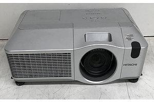 Hitachi (CP-X615) XGA 3LCD Projector