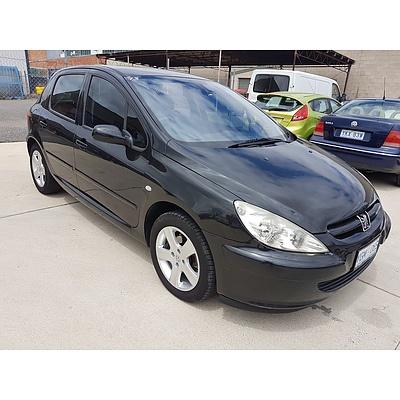 8/2003 Peugeot 307 XSE  5d Hatchback Black 2.0L