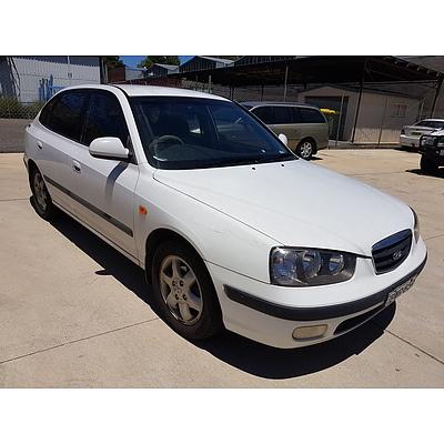 12/2002 Hyundai Elantra GLS XD 4d Sedan White 2.0L