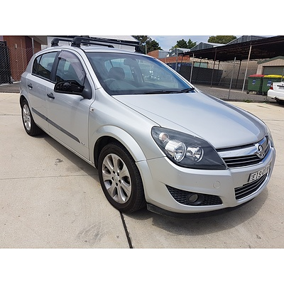 2/2009 Holden Astra CD AH MY09 5d Hatchback Silver 1.8L