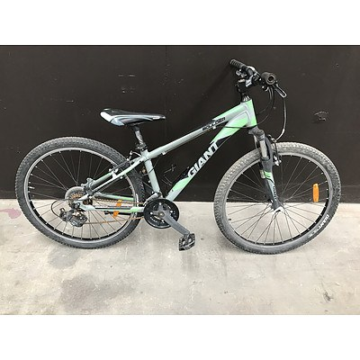 Giant Boulder Mountain Bike