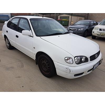 9/2000 Toyota Corolla Conquest SECA AE112R 5d Liftback White 1.8L