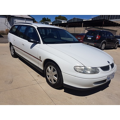 8/2000 Holden Commodore Executive VTII 4d Wagon White 3.8L