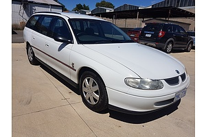 8/2000 Holden Commodore Executive VTII 4d Wagon White 3.8L