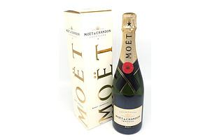Moet & Chandon Champagne - 750 ml in Presentation Box