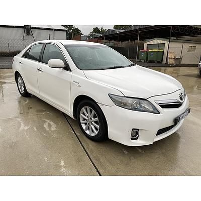 10/2010 Toyota Camry Hybrid AHV40R 4d Sedan White 2.4L